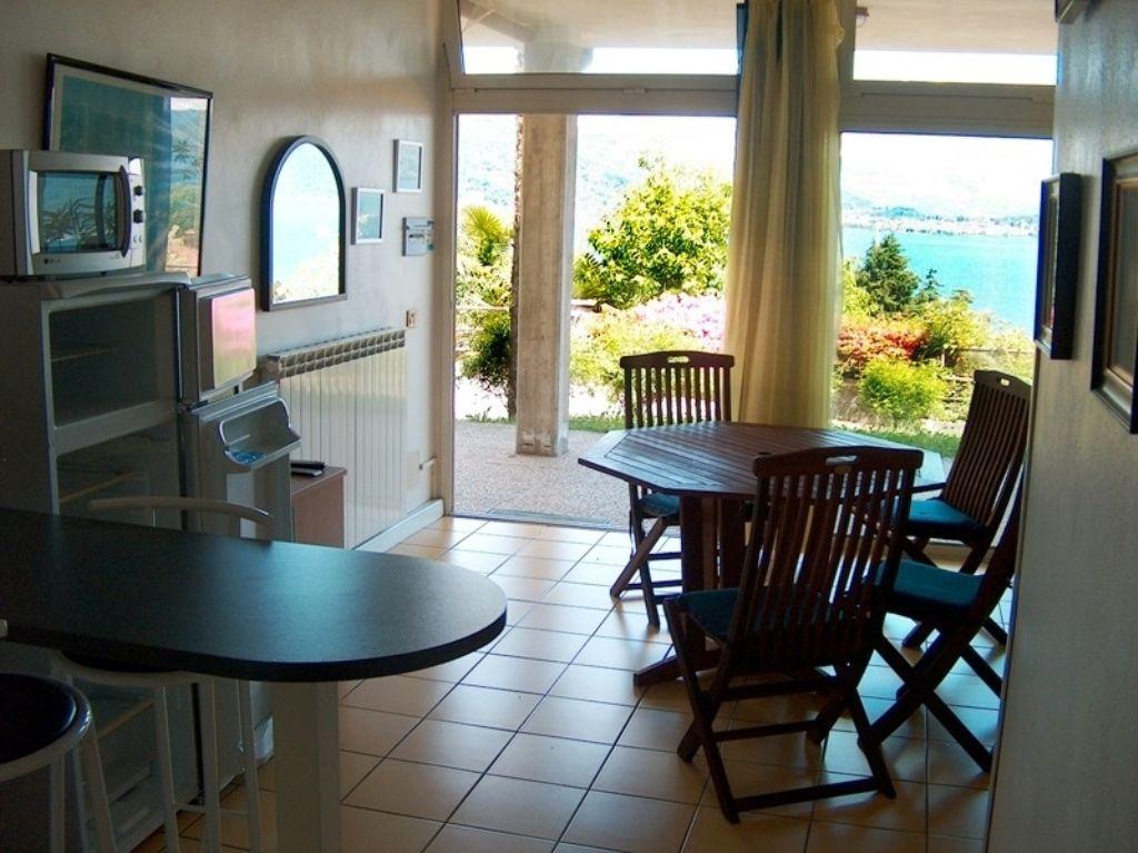 Appartamento bilocale in piccolo residence con piscina spettacolare vista lago con le sue Isole a Baveno