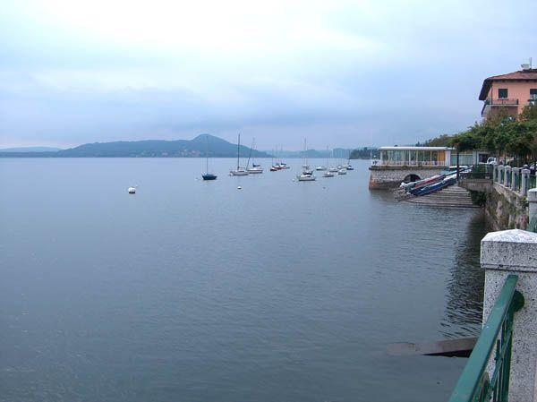 Belgirate casa vista lago 200 mq, 3 camere con balcone fronte lago