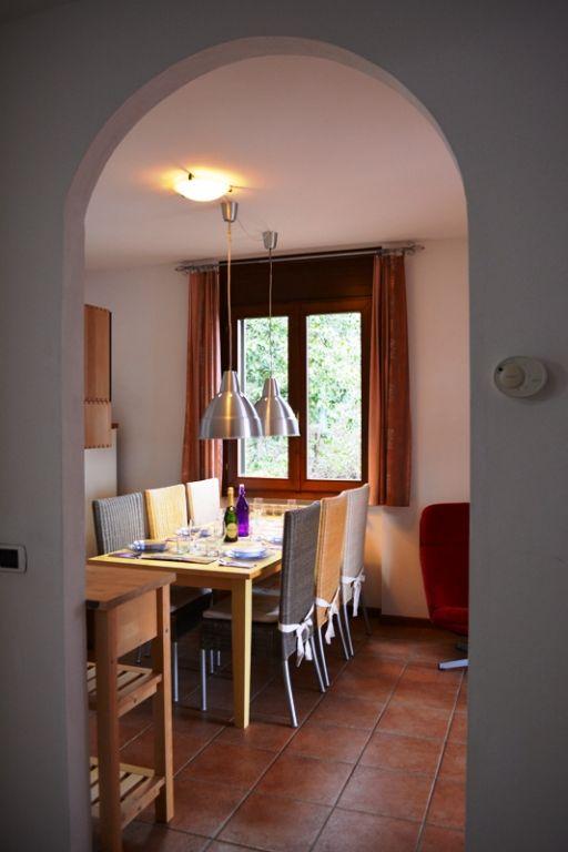 Appartamento in lussuosa residenza fronte lago con parco botanico,  piscina  e spiaggia privata, a soli 3 km. dal centro di Stresa