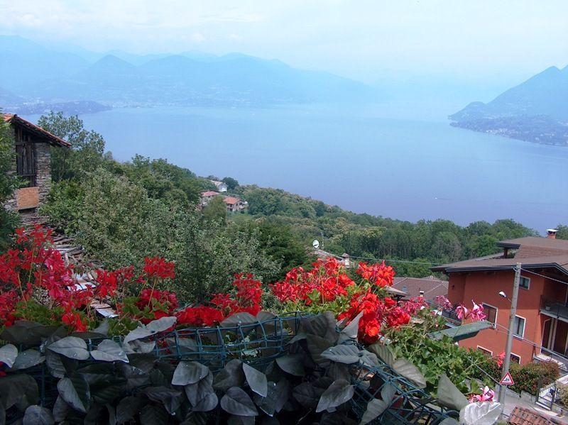 Casa storica posizionata sulle prime alture di Stresa con ottima vista lago
