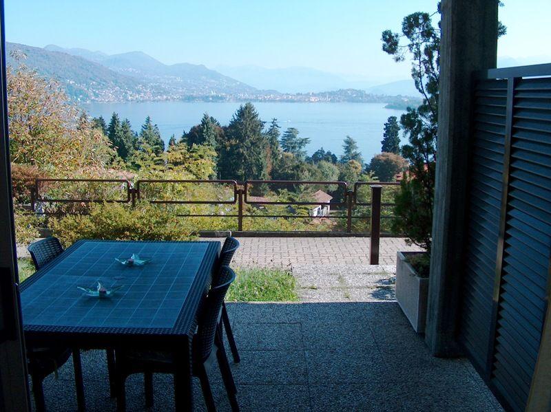 Baveno appartamento vista lago con Portico giardinetto e posto auto