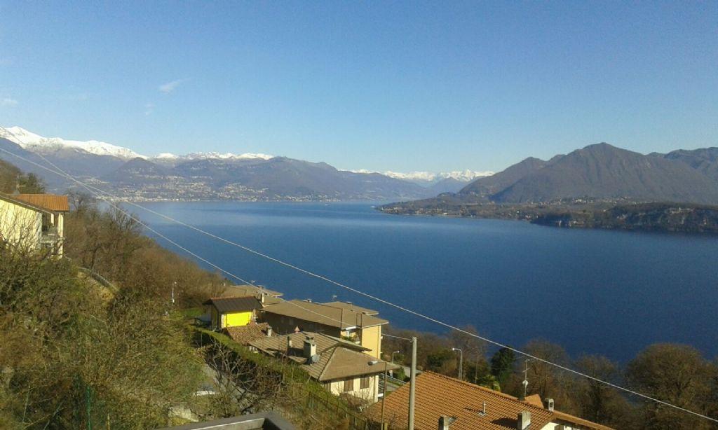Proprietà immobiliare comprendente 2 ville immerse nella natura con fantastica vista lago sulla prima collina di Belgirate, in zona molto soleggiata