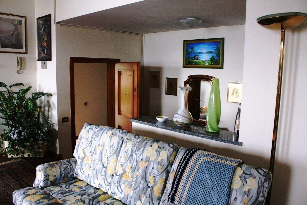 Stresa. Appartamento trilocale affacciato sul Golfo Borromeo con posto auto e cantina