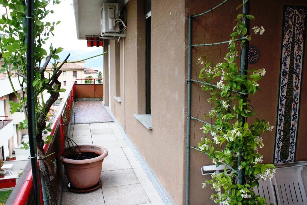 Lago Maggiore. Baveno. Appartamento trilocale luminosissimo,  libero su tre lati a due passi al lago,  con ampio terrazzo panoramico e balcone vista lago
