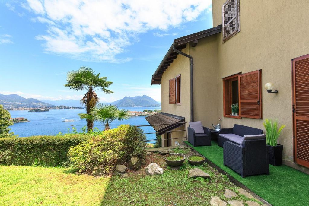 Stresa appartamento vista lago con posto auto e giardino
