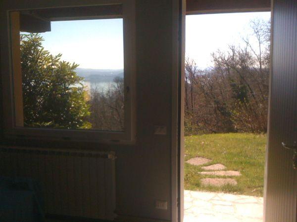 Belgirate appartamento vista lago con garage e giardino AA1749