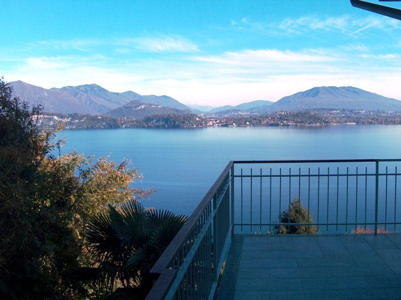 Belgirate appartamento vista lago con garage e terrazzo AA2334