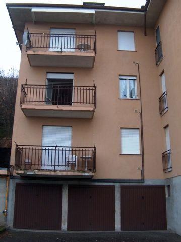 Belgirate appartamento vista lago con garage e balcone AA2145