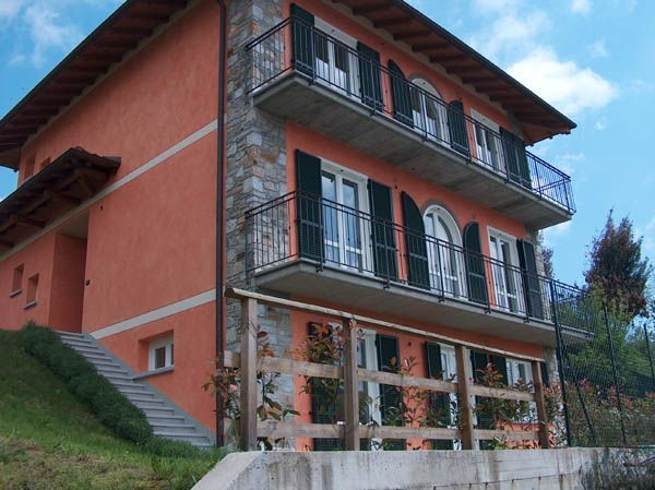 Lago d'Orta appartamento con garage e giardino AB0082