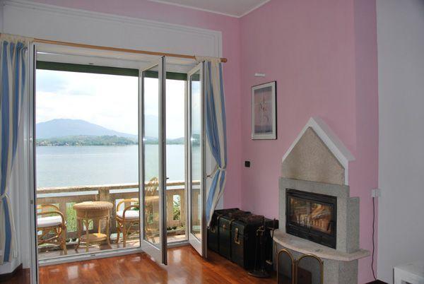 Stresa appartamento fronte lago con posto auto e balcone imprendibile vista lago
