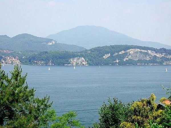 Stresa Villa vista lago 360 mq, 3 camere con piscina e terrazzo